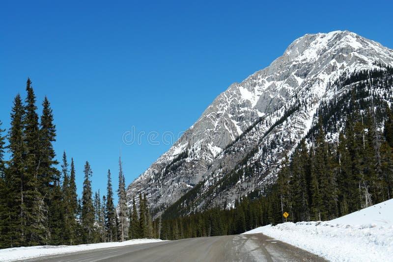 Conducción en el invierno rockies foto de archivo libre de regalías