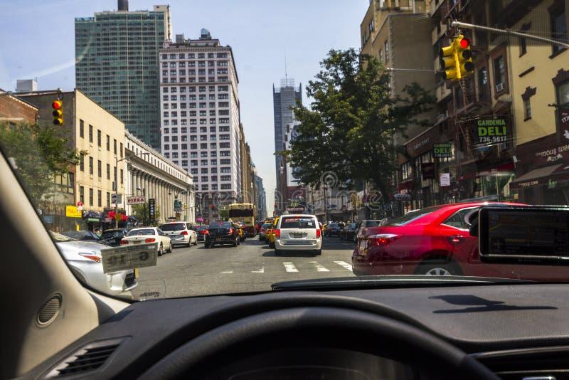 Conducción en el tráfico de Manhattan imagen de archivo libre de regalías