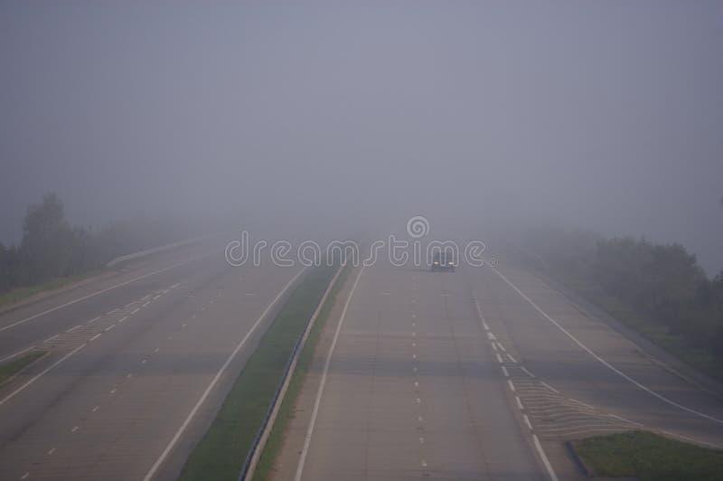 Conducción en niebla parcheada fotos de archivo libres de regalías