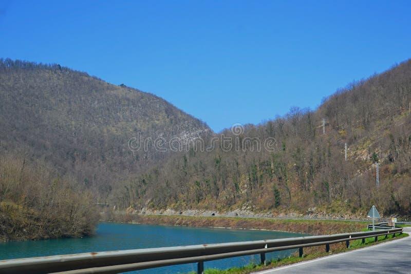 Conducción por el río fotos de archivo