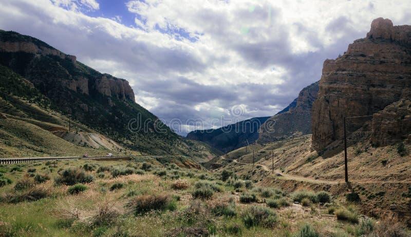 Conducción a través de las montañas del Big Horn foto de archivo libre de regalías