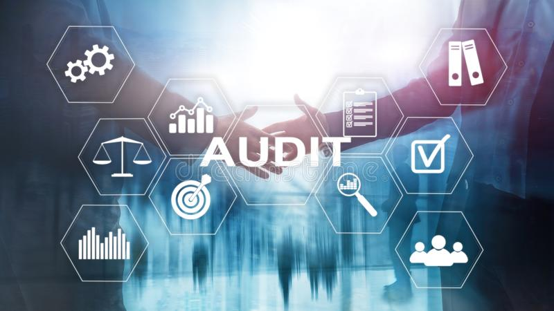 Conducta de la auditoría un examen financiero oficial de individuos o de cuentas de organizaciones Concepto del negocio en la pan imágenes de archivo libres de regalías