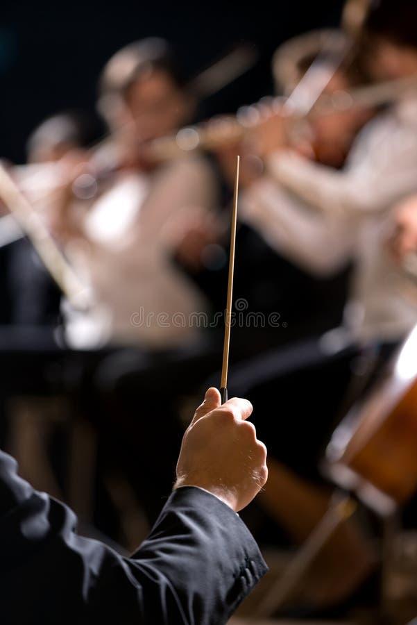 Conducteur d'orchestre sur l'étape image libre de droits