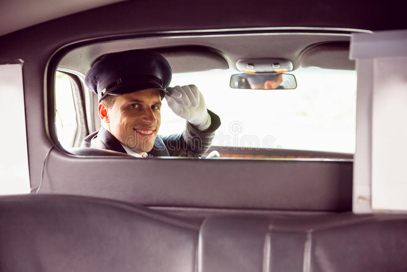 Conducteur de limousine souriant à l'appareil-photo photos libres de droits