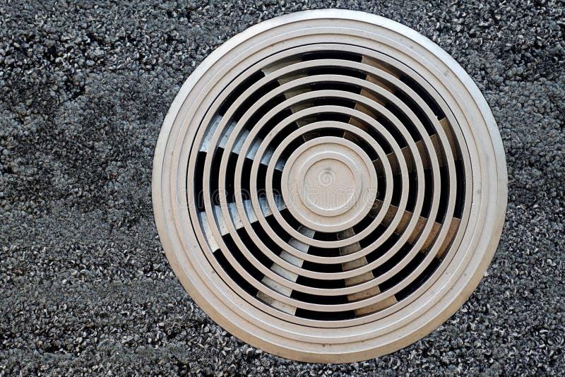 Conducto de ventilación del aire en una superficie gris fotografía de archivo