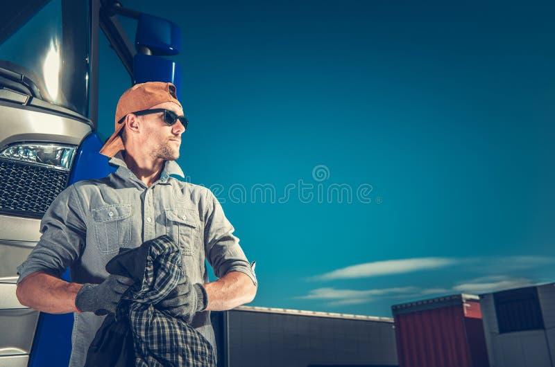 Conductor de camión satisfecho fotos de archivo libres de regalías
