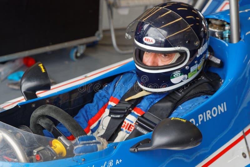 Conductor de un Ligier F1 en hoyos imágenes de archivo libres de regalías