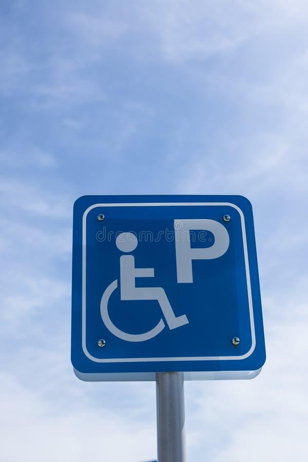 Conductor discapacitado del estacionamiento de la muestra foto de archivo libre de regalías