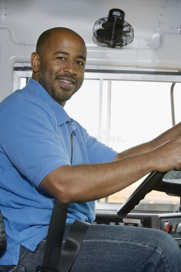 Conductor Smiling del autobús escolar imagen de archivo libre de regalías