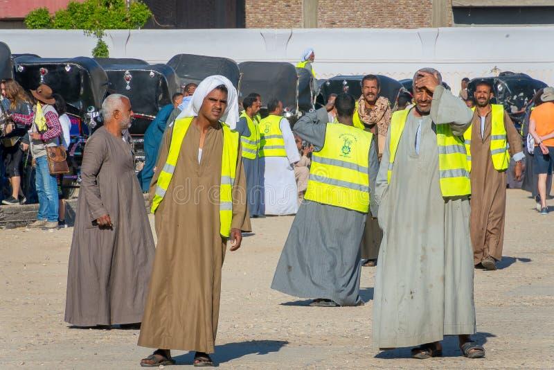Conductores de los hombres de los carros, transporte al templo de Edfu Egipto abril de 2019 imagen de archivo libre de regalías