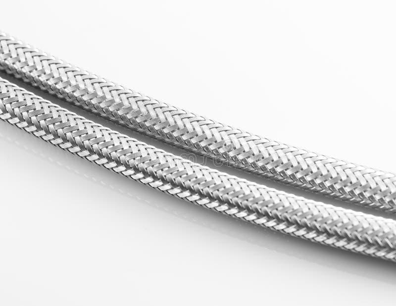 Conduite d'eau élastique de fibre en métal avec des connecteurs illustration de vecteur
