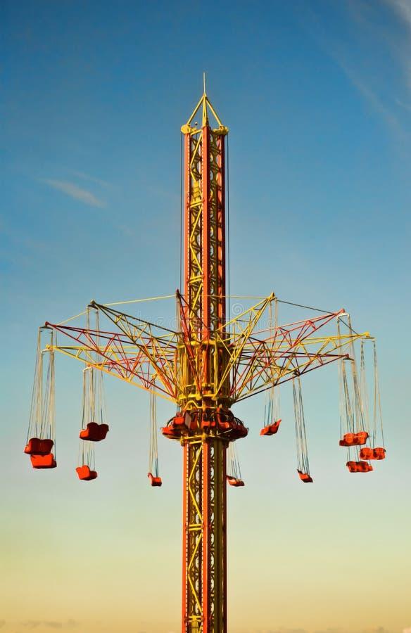 Download Conduite de carrousel image stock. Image du amusement - 21875867