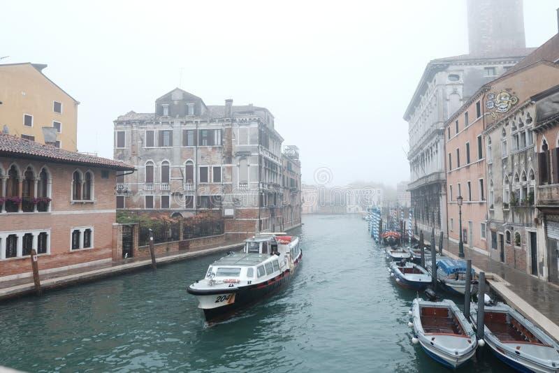 Conduite de gondole à Venise image stock