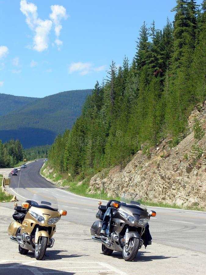 Conduite de moto dans les montagnes photo libre de droits