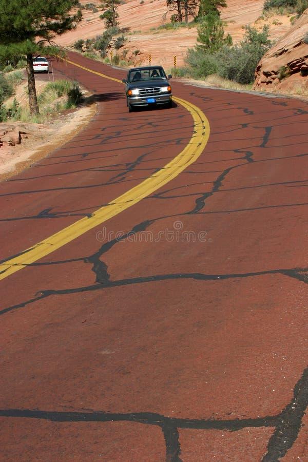 Conduite sur la route rouge image stock