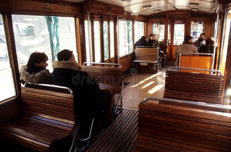 Download Conduite Sur Un Vieux Train Image stock - Image du italien, mode: 88685