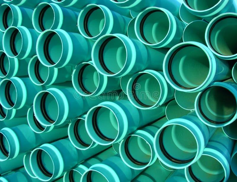 Conduits d'égout de PVC photographie stock libre de droits