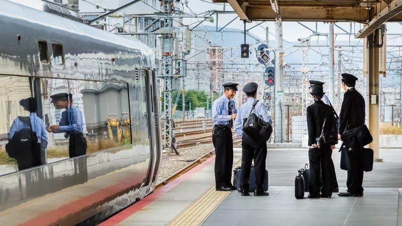 Condutores de trem japoneses foto de stock