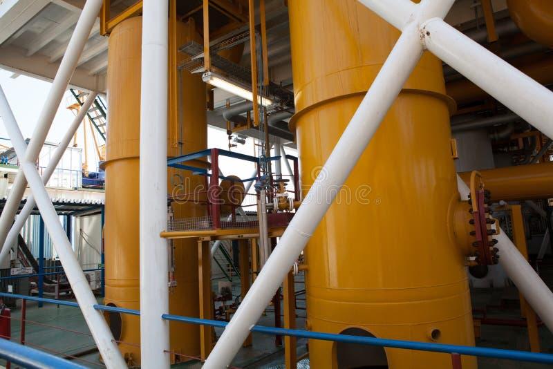 Conduttura della piattaforma petrolifera e sistema di trasferimento di pressione fotografie stock libere da diritti