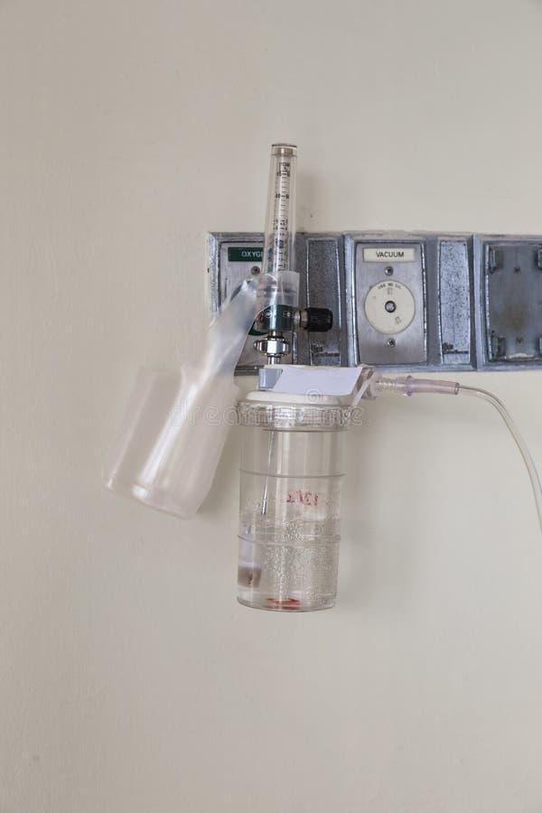 Conduttura e regolatore dell'ossigeno con il misuratore di portata immagini stock libere da diritti