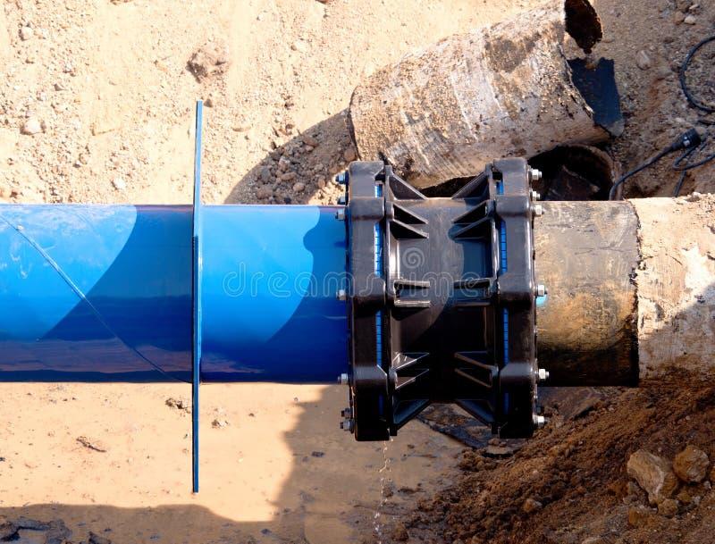 Conduttura principale dell'acqua della bevanda con giunto di waga di 500mm il multi immagine stock