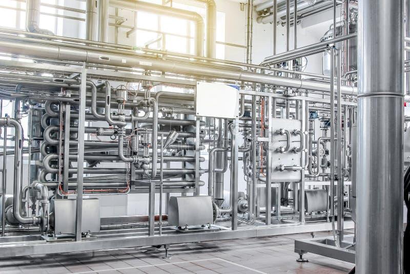 Condutture da acciaio inossidabile, un sistema per i liquidi di pompaggio o immagini stock libere da diritti