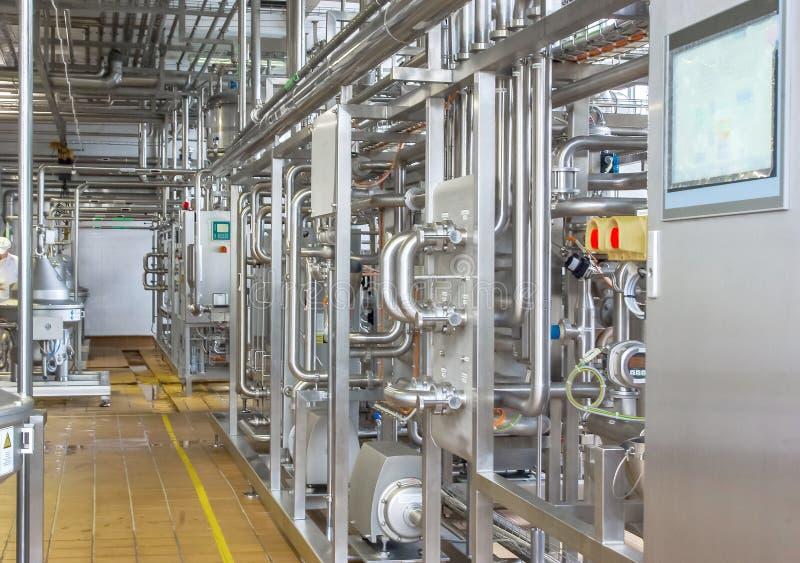 Condutture da acciaio inossidabile, un sistema per i liquidi di pompaggio o immagini stock