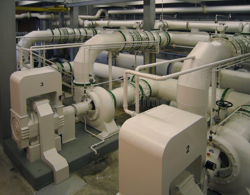 Condutture e pompe di una funzione di pulizia dell'acqua fotografia stock libera da diritti