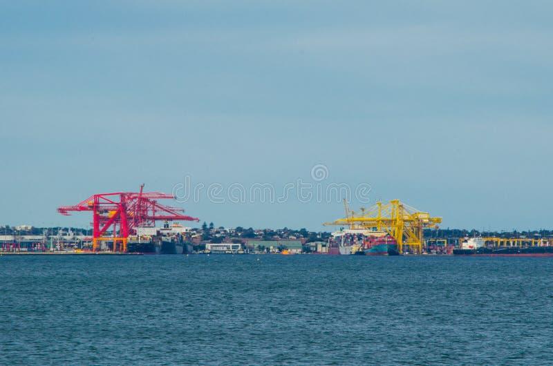 Conduzca el comercio marítimo que maneja funciones en puertos y que manejan el envío del ` s de Australia fotos de archivo libres de regalías