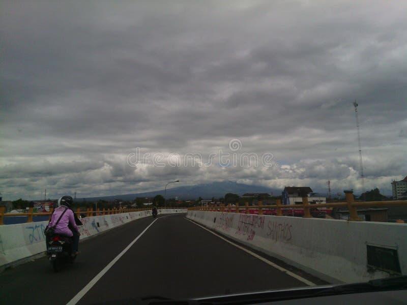 Conduzca a nublado casero foto de archivo libre de regalías