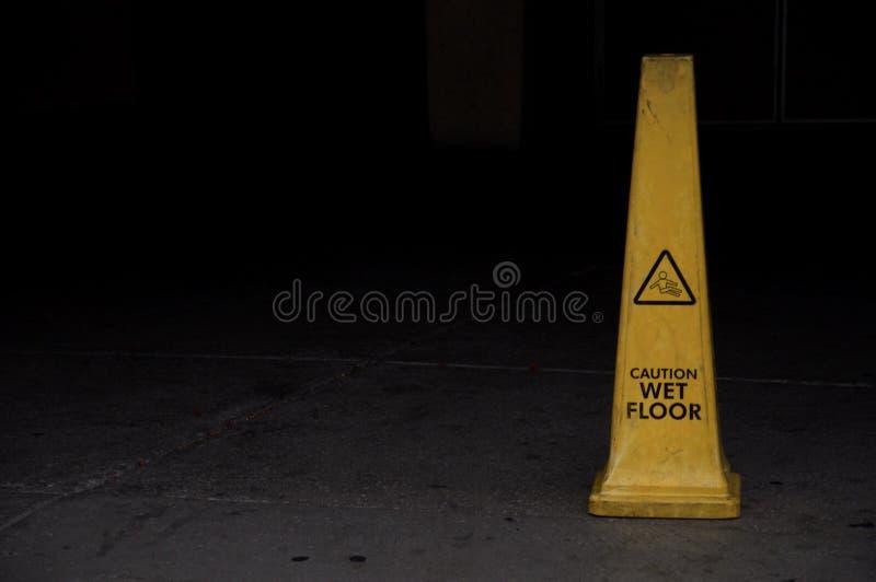 Cone amarelo do sinal fotos de stock royalty free