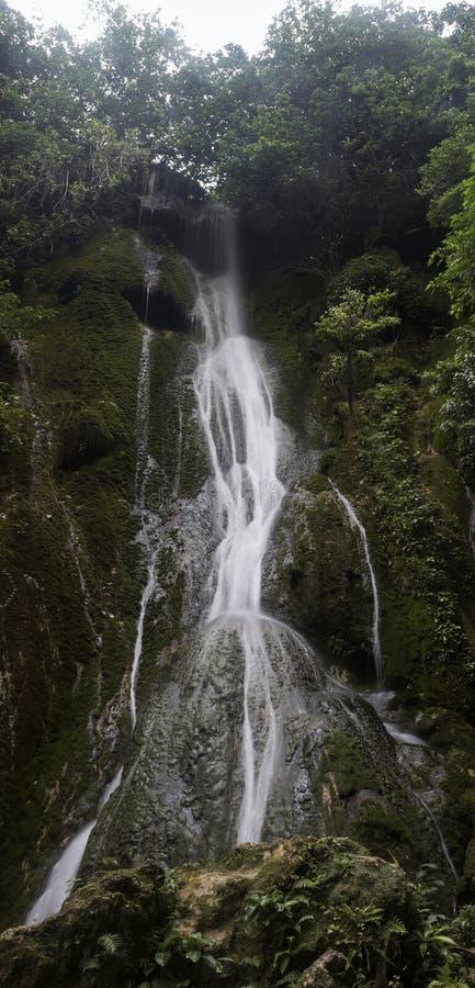 Conecta en cascada las cascadas fotos de archivo libres de regalías