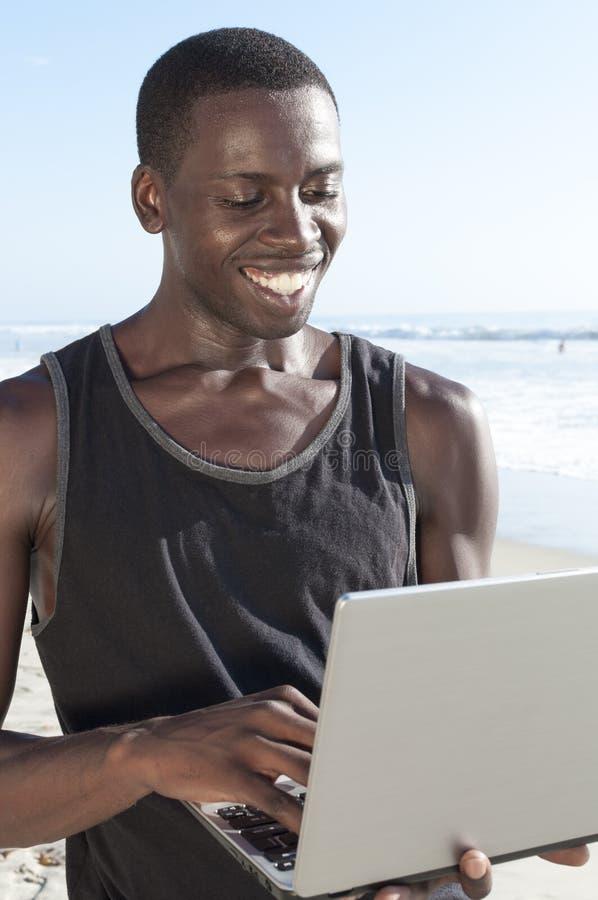Conectividade na praia imagem de stock