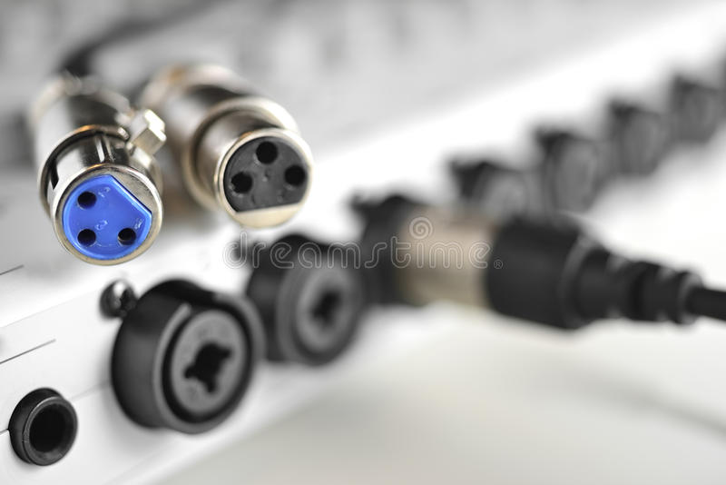 Conector de dois XLR para microfones do estúdio foto de stock royalty free