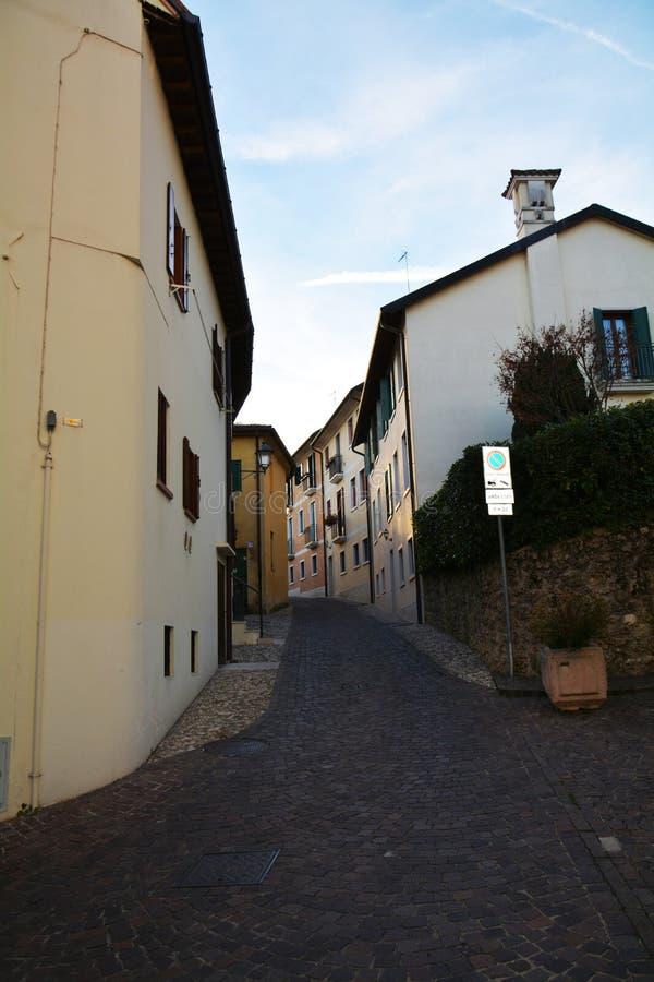 Conegliano Veneto, straat en historische gebouwen royalty-vrije stock fotografie