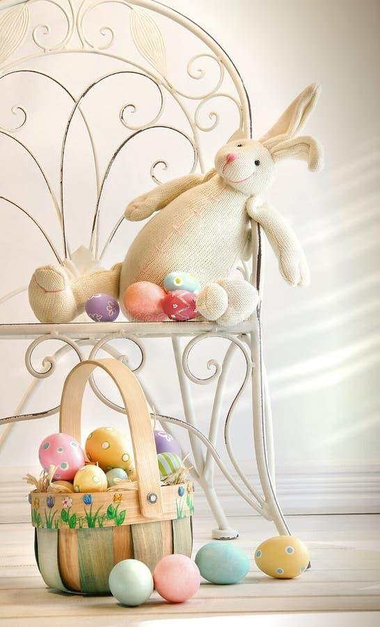Conejo relleno en silla del hierro foto de archivo libre de regalías