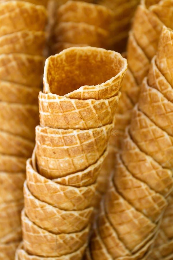 Cones de gelado vazios do waffle imagens de stock royalty free
