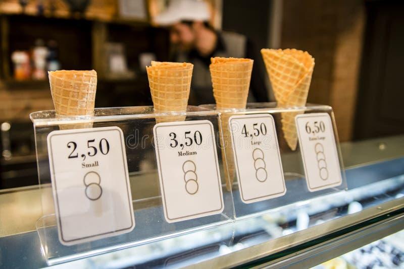 Cones do waffle para o gelado imagens de stock