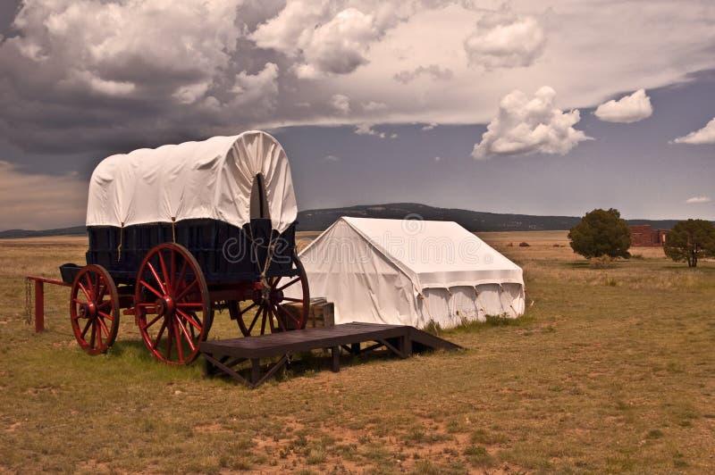 Conestoga Lastwagen und Zelt stockfotografie
