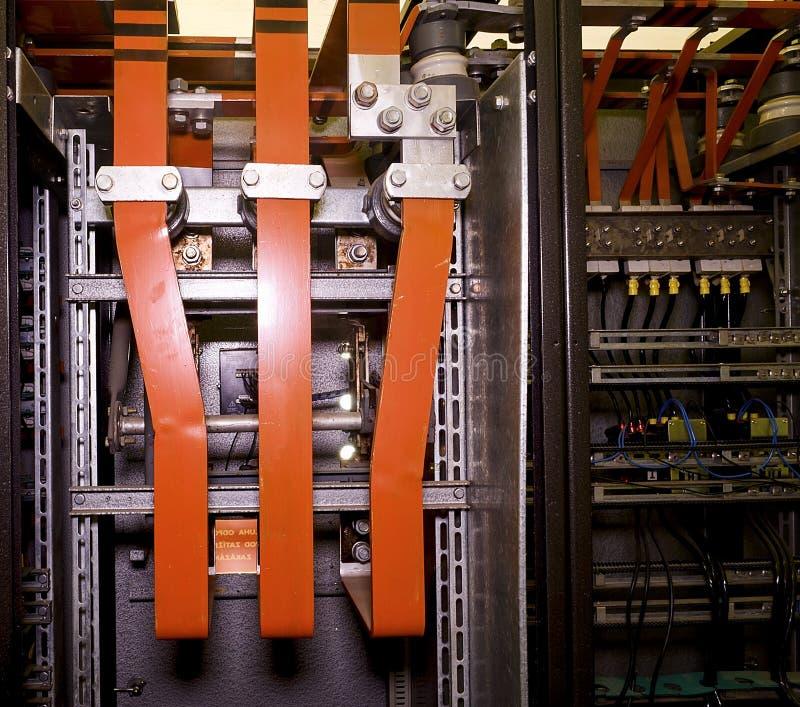 Conexão de alumínio elétrica grande no caso da distribuição imagens de stock royalty free