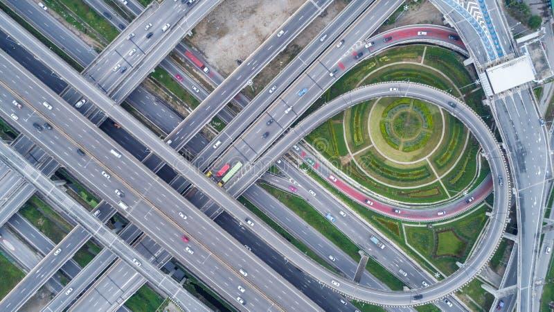 Conexão ou interseção de rede de estradas da estrada da vista aérea para a exportação da importação ou o conceito do transporte foto de stock royalty free
