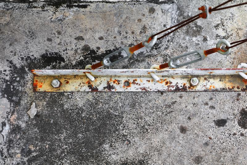 Conexão velha do estilingue da corda de fio de oxidado foto de stock royalty free