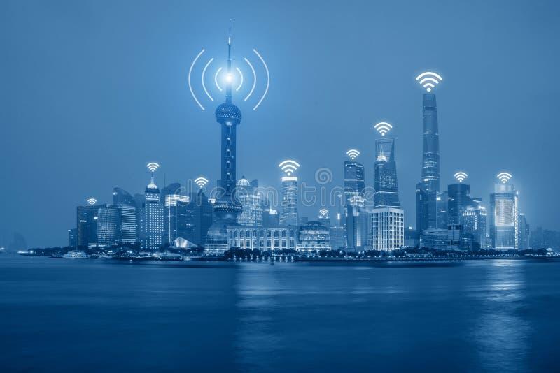 Conexión de red de Wifi en distrito financiero del centro de Shangai imagen de archivo libre de regalías