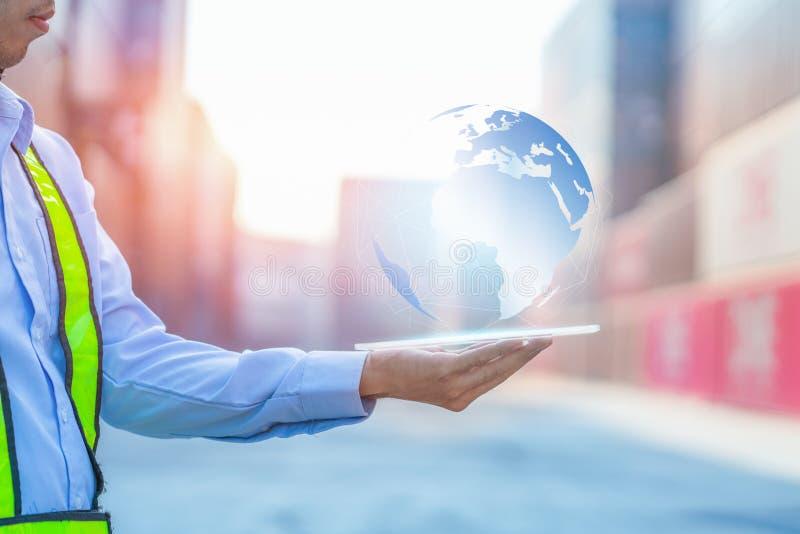 Conexión global del socio del concepto de la logística de negocio de la nave de la carga del cargo del envase para el fondo logís imagen de archivo