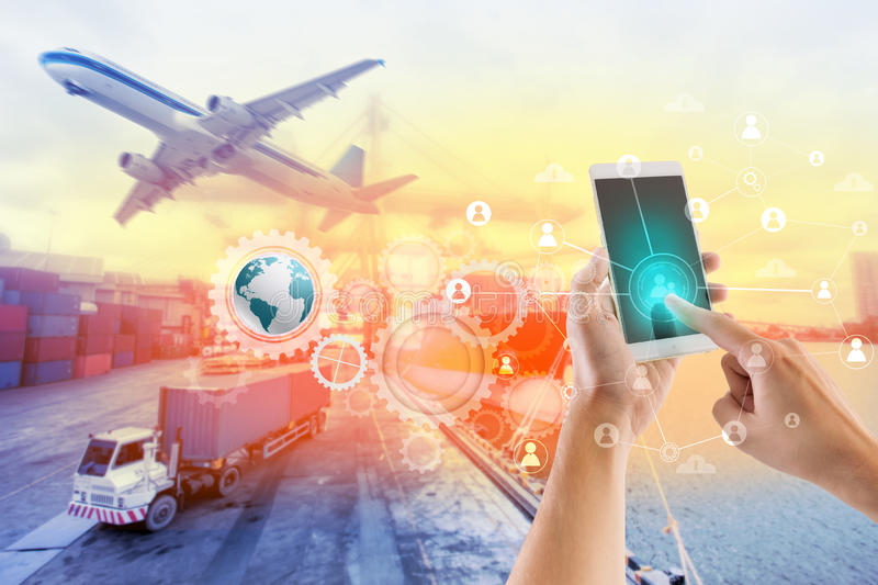 Conexión y establecimiento de una red sociales para el negocio logístico imagenes de archivo