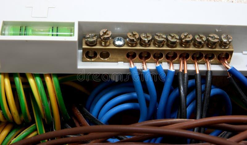 Conexiones eléctricas con los cables fotografía de archivo libre de regalías