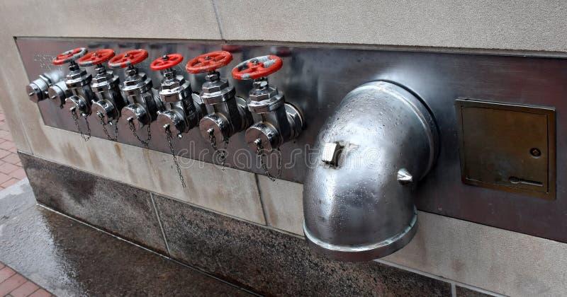 Conexiones rasantes de la prueba de la bomba de fuego de la Seis-manera foto de archivo