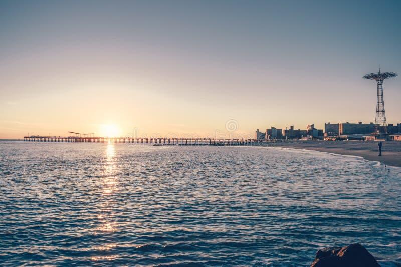 Coney Island στο ηλιοβασίλεμα στοκ εικόνες με δικαίωμα ελεύθερης χρήσης