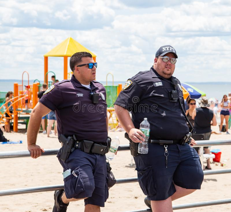Coney Island, Brooklyn, New York, 22 Juni, 2019: Jaarlijkse Meerminparade stock fotografie