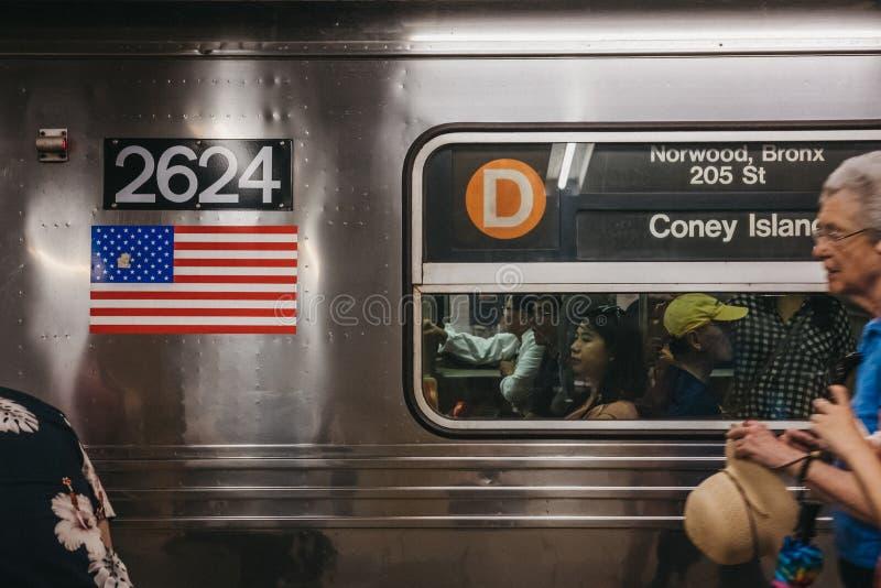 Coney Island kierunku zawiadomienie na d linii pociągu w Nowy Jork, usa zdjęcie stock